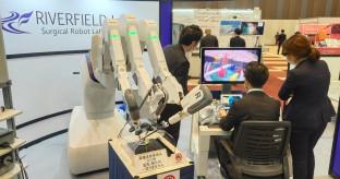 【日本経済新聞】手術支援ロボットに価格破壊 米国企業の「ダビンチ」特許切れで、開発競争が激化